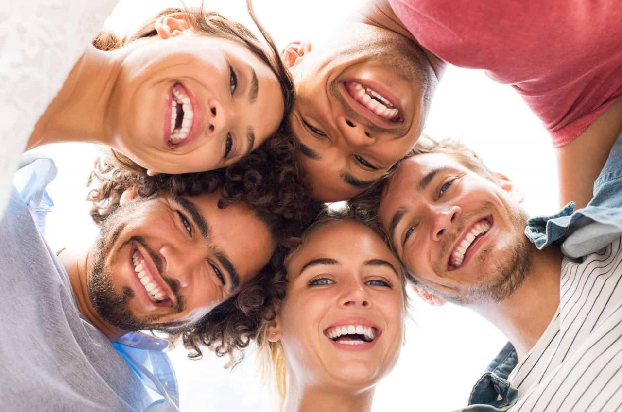 صورة تعبير عن الشباب ودورهم في المجتمع , الشباب هم شباب المستقبل وتقدم المجتمع
