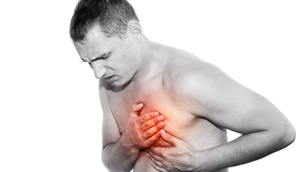 صورة الشعور بوخز في القلب , اسباب نغز القلب