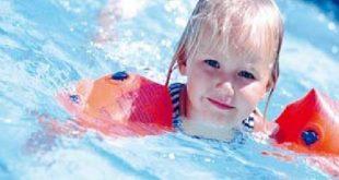صورة تعليم السباحه للاطفال ,تدريب سباحة للاطفال